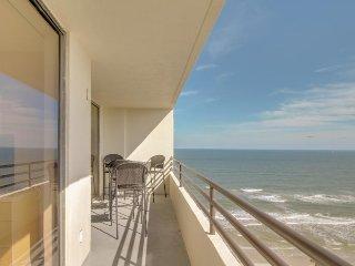 Beachfront condo with a shared heated pool & hot tub, oceanview balcony