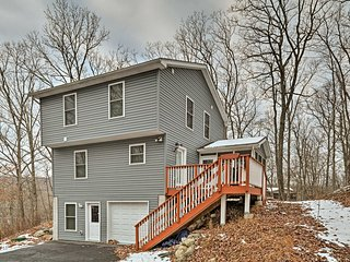 NEW! 4BR Bushkill Home w/ Deck, Grill & Fire Pit!