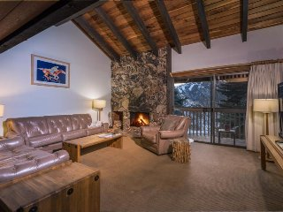 Ski-in/ski-out from this family getaway w/ shared pool & hot tub