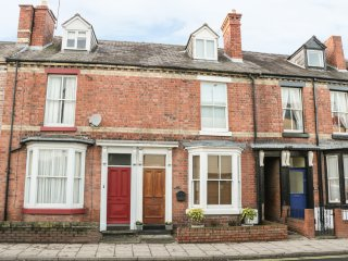 56 MORETON CRESCENT, centre of Shrewsbury, en-suites, Victorian townhouse, Ref 9