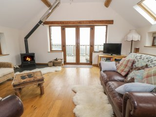 Y DAFLOD, woodburner, balcony, views, in Machynlleth, Ref. 965381