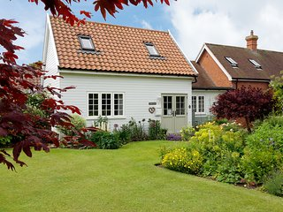 "Garden Cottage - A delightful single-storey  ""Hideaway Cottage for Couples"""