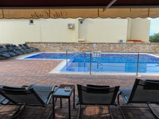 Caska Apartment Sleeps 4 with Pool Air Con and WiFi - 5504409