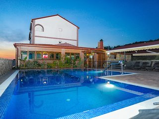 Caska Apartment Sleeps 6 with Pool Air Con and WiFi - 5461666