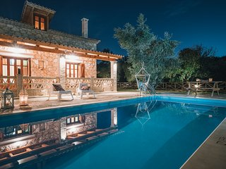 Alegria Villas - Luxury (Private Pool, Jacuzzi, by the Beach, With Sea View)