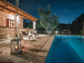 Alegria Villas - Daphne - Luxurious (Private S. Pool by the Beach and Sea View)