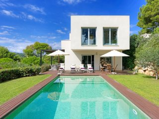 4 bedroom Villa with Pool and Air Con - 5503261