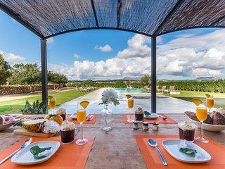 6 bedroom Villa in Sant Llorenc des Cardassar, Balearic Islands, Spain : ref 550