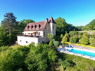 4 bedroom Villa in Castelnaud-la-Chapelle, Nouvelle-Aquitaine, France : ref 5502