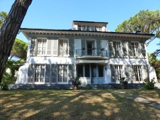 5 bedroom Villa in Capanne-Prato-Cinquale, Tuscany, Italy : ref 5491052