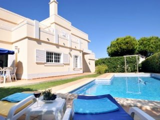 4 bedroom Villa in Vale do Garrao, Faro, Portugal : ref 5489446