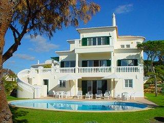 4 bedroom Villa in Vale do Lobo, Faro, Portugal : ref 5480349