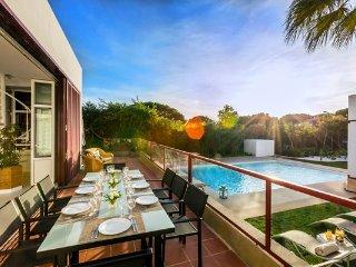 Vale do Lobo Villa Sleeps 9 with Pool Air Con and WiFi - 5480337