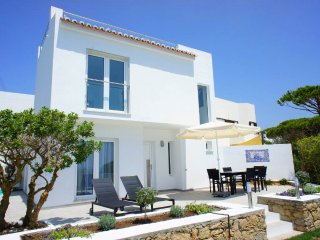 3 bedroom Villa with Air Con, WiFi and Walk to Beach & Shops - 5480177