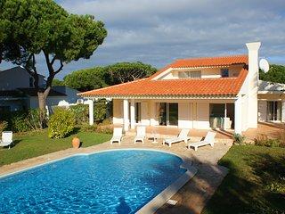 Vale do Lobo Villa Sleeps 8 with Pool and WiFi - 5480154