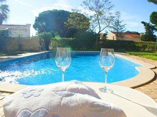 4 bedroom Villa in Vale do Lobo, Faro, Portugal : ref 5480154