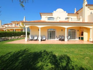 3 bedroom Villa in Vale do Garrao, Faro, Portugal : ref 5480147