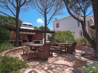 Quinta do Lago Villa Sleeps 9 with Pool Air Con and WiFi - 5480108