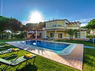 4 bedroom Villa in Vilamoura, Faro, Portugal : ref 5480059