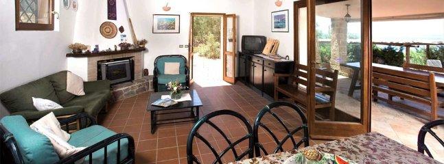 Alghero Villa Sleeps 6 with Pool and Air Con - 5805758, casa vacanza a Villanova Monteleone