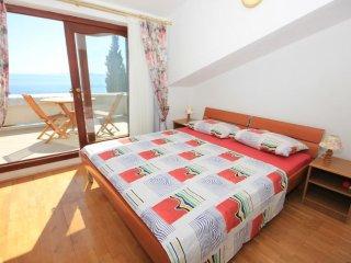 Okrug Gornji Holiday Home Sleeps 17 with Pool and Air Con - 5460123