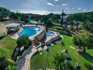 2 bedroom Villa in Almancil, Faro, Portugal : ref 5454992
