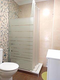 2º Cuarto de baño con ducha
