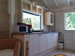 Bungalow en bois neuf T3 de 75 m² à Deshaies à 800 m de la plage de la perle!
