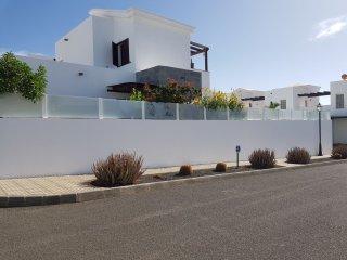 Villa ALADINO piscina y jacuzzi, playa Blanca