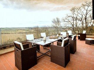 4 bedroom Villa in Lajatico, Tuscany, Italy : ref 5395008