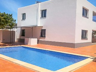 8 bedroom Villa with Air Con, WiFi and Walk to Shops - 5334809