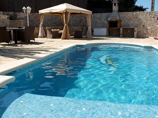 Lloret de Mar Villa Sleeps 6 with Pool and WiFi - 5251821