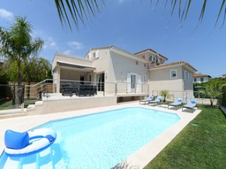 4 bedroom Villa in Cagnes-sur-Mer, Provence-Alpes-Côte d'Azur, France : ref 5247