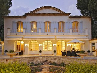 4 bedroom Villa in Grasse, Provence-Alpes-Cote d'Azur, France : ref 5247074
