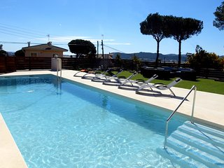 Montbarbat Villa Sleeps 8 with Pool Air Con and WiFi - 5245428