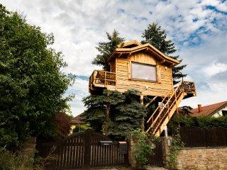 Auszeit in luftiger Höhe im Baumhaus.