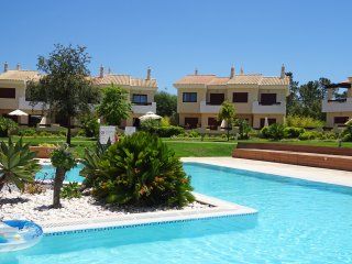 PERFECTLY LOCATED ON A 5 STAR SPA & GOLF RESORT IN VILAMOURA - 4 BED VILLA