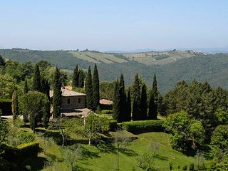4 bedroom Villa in Montalcino, Tuscany, Italy - 5218259