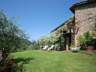Lucca Villa Sleeps 6 with Pool Air Con and WiFi - 5218220