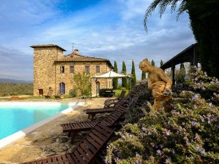 Bucine Villa Sleeps 18 with Pool Air Con and WiFi - 5218122