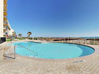 Oceanfront 2BR w/ Pool, Hot Tub, Beach Access – Near Dining, Nightlife