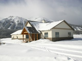 GREAT HOUSE,  FABULOUS VIEWS,  EASY ACCESS 3.5 min TO TOWN, 5.5 min - SLOPES
