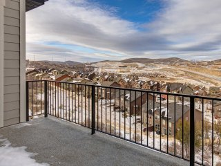 NEW! High-End Home-Minutes to Skiing&Downtown-Boat Parking (JE13299)