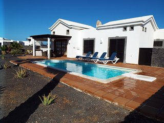 Casa Amelia,Playa Blanca,Private Heated Pool,Free Wifi with english tv channels.