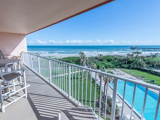 Wake up to penthouse views! On the beach with beach access. Steps to the pier!