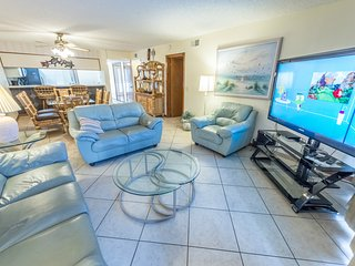 Ground Floor at Sandcastles - Large heated pool & hot tub -Directly on the Beach