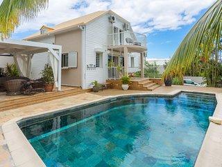 le Badamier Blanc, piscine chauffée, meublé de tourisme classé 5 étoiles
