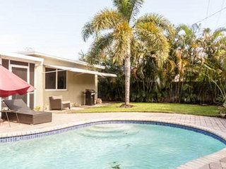 Beautiful 3BR/2BA Pool Vacation Rental