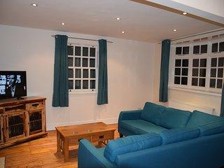 3 Bedroom House, garden, 10 min. tube station, 25 mim. city centre, West London