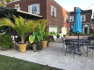 Sunny, Private, Two Bedroom Apartment near Shawnee Forest with Hot Tub